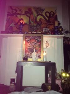 Laser cat eyes at my Chokmah altar ... or should I say Chokmeow altar ;)